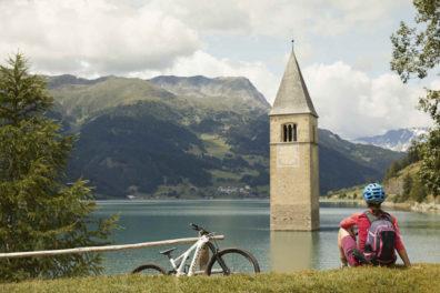 Curon Graun Kirchturm Fahrradweg