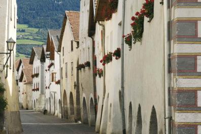 Glorenza medieval town arbors