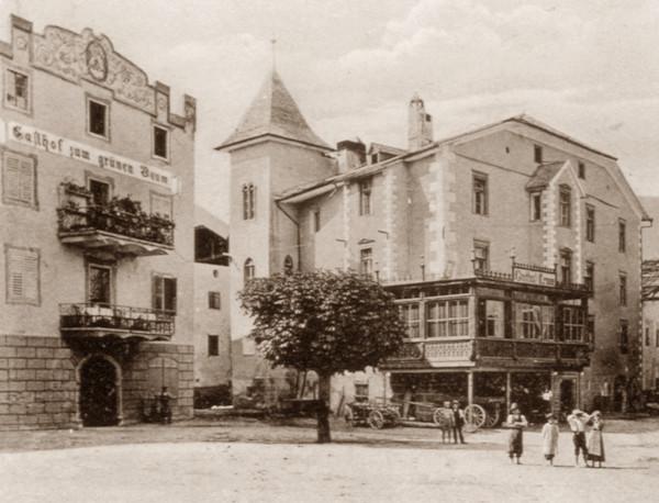 """Der Grüne Baum und das """"Hohe Haus"""" bzw. Stadtpalais."""